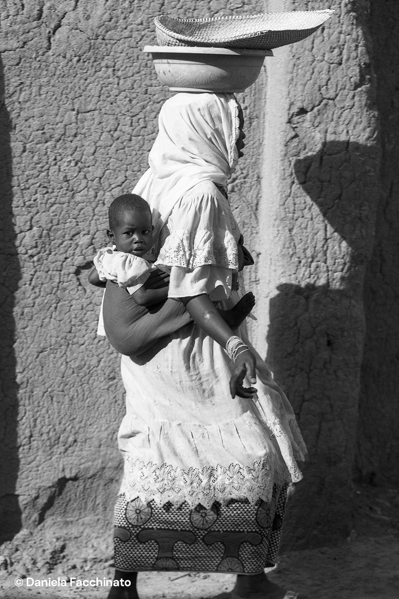 Mopti, Mali 1989. Coming back to the mud house