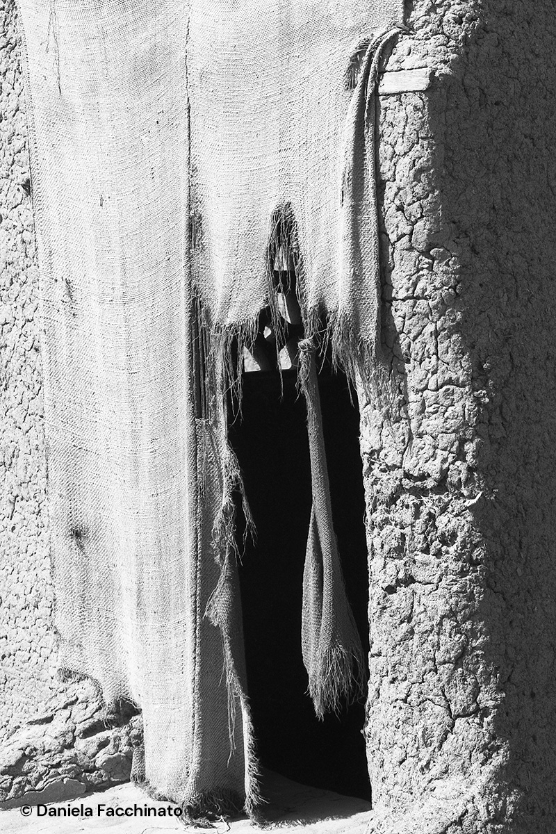 Mopti, Mali 1989. Mud house