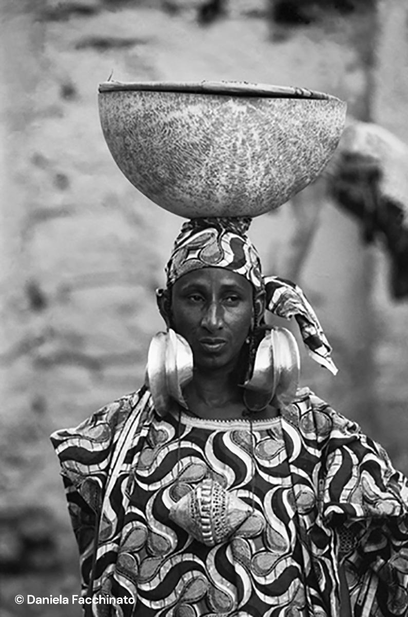 Mopti, Mali 1989. Fulani/Peul woman wearing gold plated bronze earrings