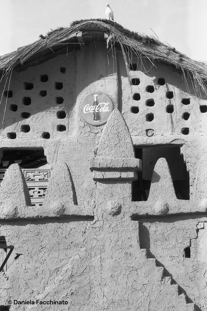 Djennè, Mali 1989. Mud bar